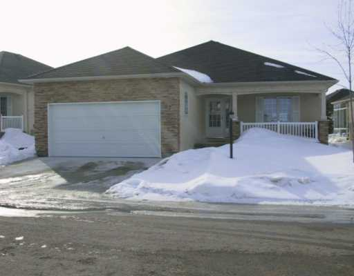 Main Photo: 147 WYNDSTONE Circle in BIRDS HILL: Birdshill Area Condominium for sale (North East Winnipeg)  : MLS(r) # 2502650