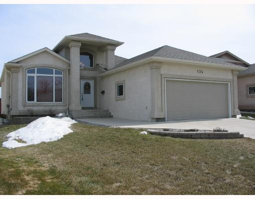 Main Photo: 134 WILLMINGTON Drive in WINNIPEG: Windsor Park / Southdale / Island Lakes Residential for sale (South East Winnipeg)  : MLS® # 2803972