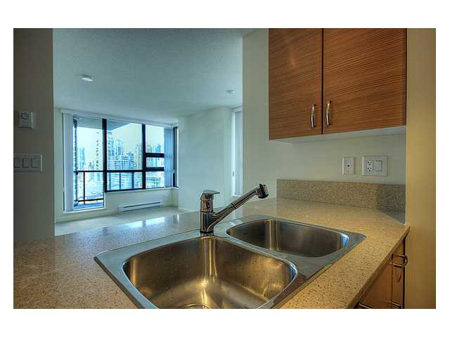 "Photo 2: # 1410 977 MAINLAND ST in Vancouver: Downtown VW Condo for sale in ""YALETOWN PARK 3"" (Vancouver West)  : MLS(r) # V836705"