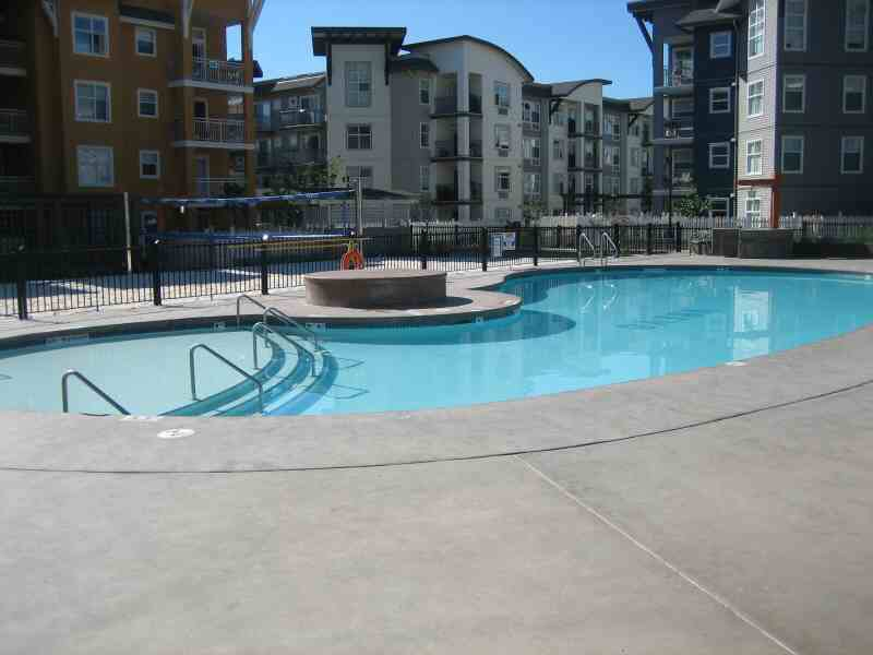 Main Photo: 416 547 Yates Road in Kelowna: Apartment Unit for sale (North Glenmore)  : MLS® # 9197699