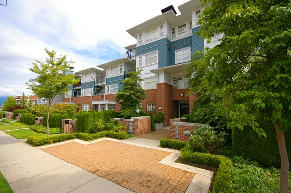 "Main Photo: 316 6508 DENBIGH Avenue in Burnaby: Forest Glen BS Condo for sale in ""OAKWOOD"" (Burnaby South)  : MLS® # V664110"