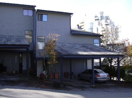 Main Photo: 254 Balmoral Place in PORT MOODY: Condo for sale (North Shore Pt Moody)  : MLS®# V562560