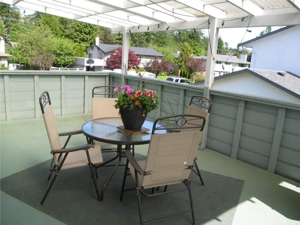Photo 2: 6776 Wendonna Pl in Central Saanich: Residential for sale : MLS(r) # 284146