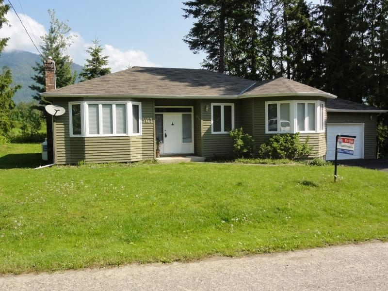 Main Photo: 5157 Tallington Drive in Celista: House for sale : MLS(r) # 10020351