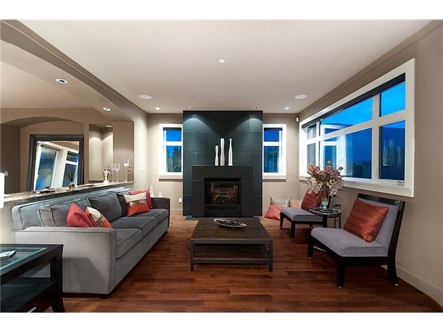 Photo 2: 627 KENWOOD RD in West Vancouver: British Properties House for sale : MLS® # V896090