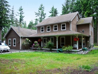 Main Photo: 865 SANDPINES CRES in COMOX: House for sale : MLS® # 306209