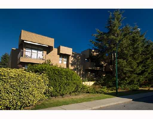 Main Photo: 203 1450 LABURNUM Street in Vancouver: Kitsilano Condo for sale (Vancouver West)  : MLS® # V668180