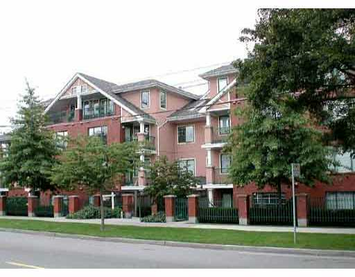 "Main Photo: 403 929 W 16TH Avenue in Vancouver: Fairview VW Condo for sale in ""OAKVIEW GARDENS"" (Vancouver West)  : MLS(r) # V697691"