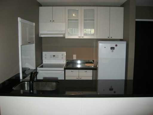 "Photo 2: 950 DRAKE Street in Vancouver: Downtown VW Condo for sale in ""ANCHOR POINT II"" (Vancouver West)  : MLS(r) # V622840"