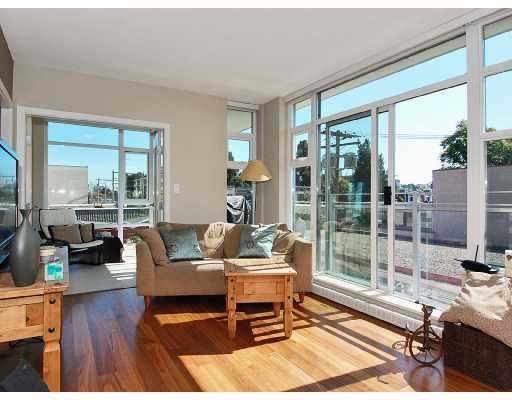 Main Photo: 405 - 2228 West Broadway in Vancouver: Kitsilano Condo for sale (Vancouver West)  : MLS®# V736772
