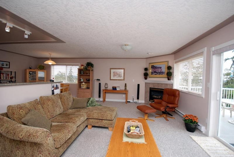 Photo 8: 1282 Geric Pl in Victoria: Residential for sale : MLS(r) # 269222