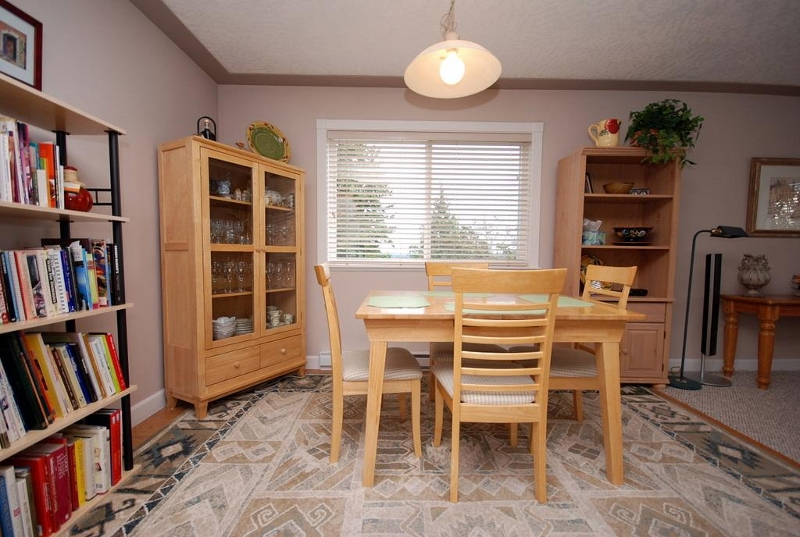 Photo 9: 1282 Geric Pl in Victoria: Residential for sale : MLS® # 269222