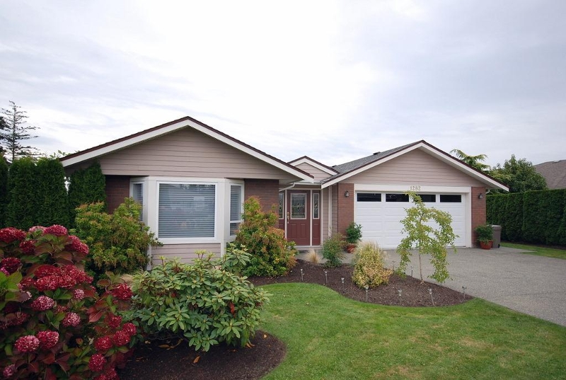 Main Photo: 1282 Geric Pl in Victoria: Residential for sale : MLS(r) # 269222