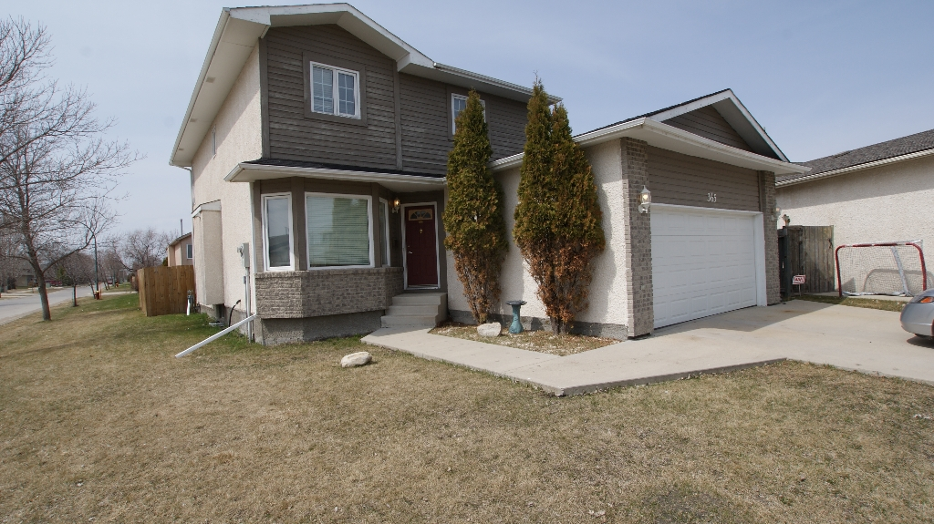 Main Photo: 365 Jacques Avenue in Winnipeg: North Kildonan Residential for sale (North East Winnipeg)