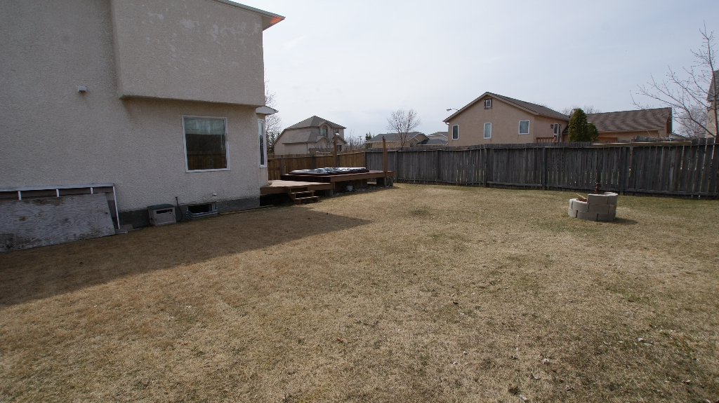 Photo 4: 365 Jacques Avenue in Winnipeg: North Kildonan Residential for sale (North East Winnipeg)