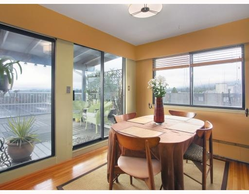 "Main Photo: 1450 Chesterfield in North Vancouver: Condo for sale in ""MOUNTAIN VIEW"" : MLS® # V798195"