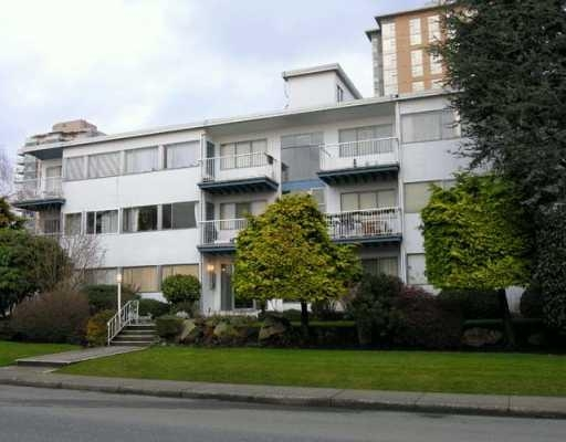 "Photo 2: 1450 Chesterfield in North Vancouver: Condo for sale in ""MOUNTAIN VIEW"" : MLS® # V798195"
