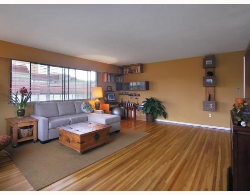 "Photo 3: 1450 Chesterfield in North Vancouver: Condo for sale in ""MOUNTAIN VIEW"" : MLS® # V798195"