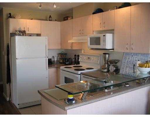 "Photo 3: 418 E BROADWAY BB in VANCOUVER: Mount Pleasant VE Condo for sale in ""BROADWAY CREST"" (Vancouver East)  : MLS® # V635540"