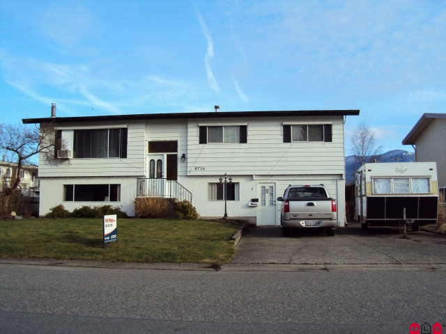 Main Photo: 8736 BAKER DR in Chilliwack: House for sale : MLS(r) # H1000405