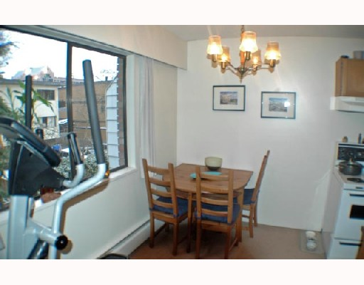 "Photo 2: 307 2330 MAPLE Street in Vancouver: Kitsilano Condo for sale in ""MAPLE GARDENS"" (Vancouver West)  : MLS(r) # V680162"