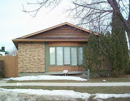 Main Photo: 51 SANDRINGTON Drive in Winnipeg: St Vital Single Family Detached for sale (South East Winnipeg)  : MLS®# 2704172