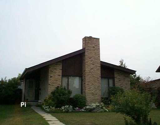 Main Photo: 23 FAIRGROVE Bay in Winnipeg: Maples / Tyndall Park Single Family Detached for sale (North West Winnipeg)  : MLS(r) # 2614807