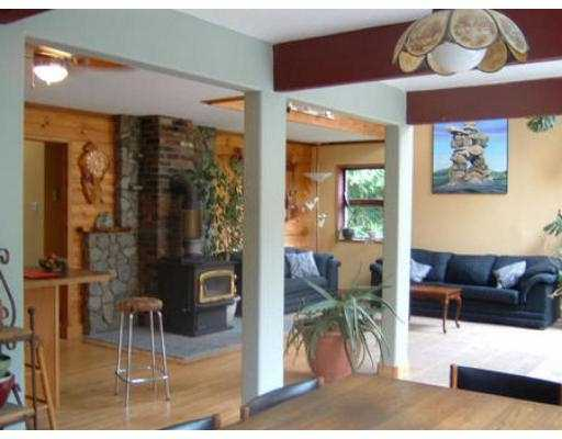 Photo 4: Photos: 1528 HENDERSON RD in Roberts_Creek: Roberts Creek House for sale (Sunshine Coast)  : MLS®# V546830