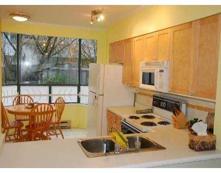"Photo 3: 939 W 7TH Ave in Vancouver: Fairview VW Townhouse for sale in ""MERIDIAN COURT"" (Vancouver West)  : MLS® # V630039"