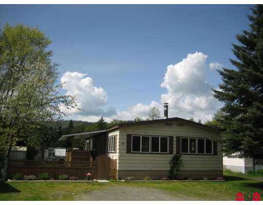 "Main Photo: 69 3942 COLUMBIA VALLEY Highway in Cultus_Lake: Cultus Lake Manufactured Home for sale in ""CULTUS LAKE VILLAGE"" : MLS® # H2701842"