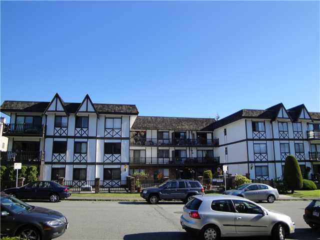 Main Photo: 202 145 18th Street in North Vancouver: Condo for sale : MLS® # V857293