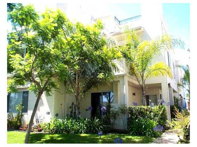 Main Photo: PACIFIC BEACH Residential for sale : 2 bedrooms : 1264 Felspar St