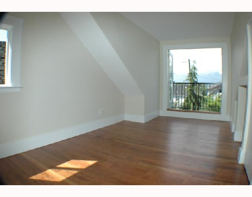 Photo 5: 2315 KITCHENER Street in Vancouver: Grandview VE House for sale (Vancouver East)  : MLS(r) # V712639