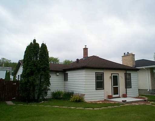Main Photo: 488 MCADAM Avenue in Winnipeg: West Kildonan / Garden City Single Family Detached for sale (North West Winnipeg)  : MLS® # 2508159
