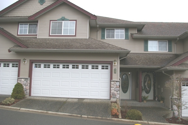 "Main Photo: 58 46360 VALLEYVIEW Road in Sardis: Promontory Townhouse for sale in ""APPLE CREEK"" : MLS® # H2800129"