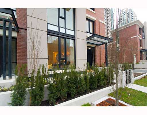 "Main Photo: 338 SMITHE Street in Vancouver: Downtown VW Townhouse for sale in ""YALETOWN PARK II"" (Vancouver West)  : MLS(r) # V646253"