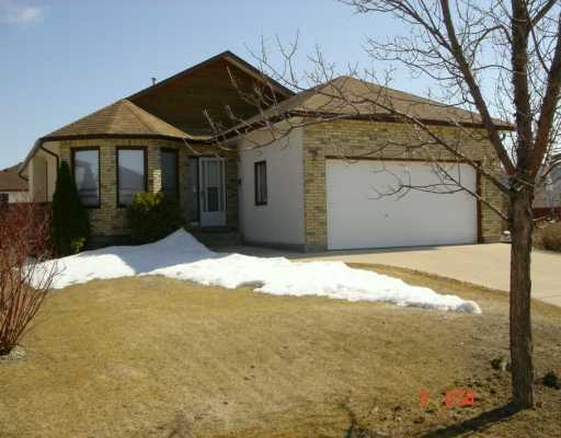 Main Photo: 3 JOHN HUYDA Drive in Winnipeg: North Kildonan Single Family Detached for sale (North East Winnipeg)  : MLS® # 2604404