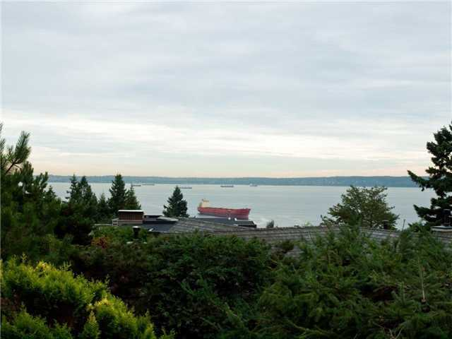 "Main Photo: 4150 BURKEHILL PL in West Vancouver: Bayridge House for sale in ""Bayridge"" : MLS® # V912278"