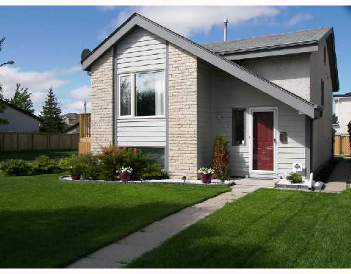 Main Photo: 18 ALDGATE Road in WINNIPEG: St Vital Residential for sale (South East Winnipeg)  : MLS® # 2810441