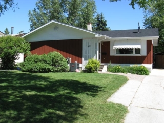 Main Photo: 961 Crestview Park Drive in Winnipeg: Westwood / Crestview Residential for sale (West Winnipeg)