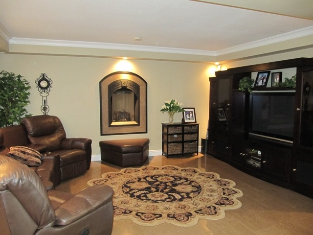 Photo 4: 611 Clearwater Way in Coquitlam: Coquitlam East House for sale : MLS® # V853672