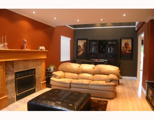 Photo 2: 1070 HENDECOURT Road in North Vancouver: Lynn Valley House for sale : MLS® # V795932
