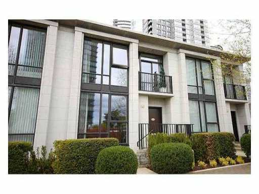 "Main Photo: 1465 STRATHMORE ME in Vancouver: False Creek North Condo for sale in ""PARKWEST ONE"" (Vancouver West)  : MLS(r) # V892346"