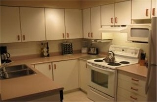 Photo 3: : Condo / Townhouse for sale (Burnside Victoria Victoria Vancouver Island/Smaller Islands British Columbia)  : MLS® # 250963