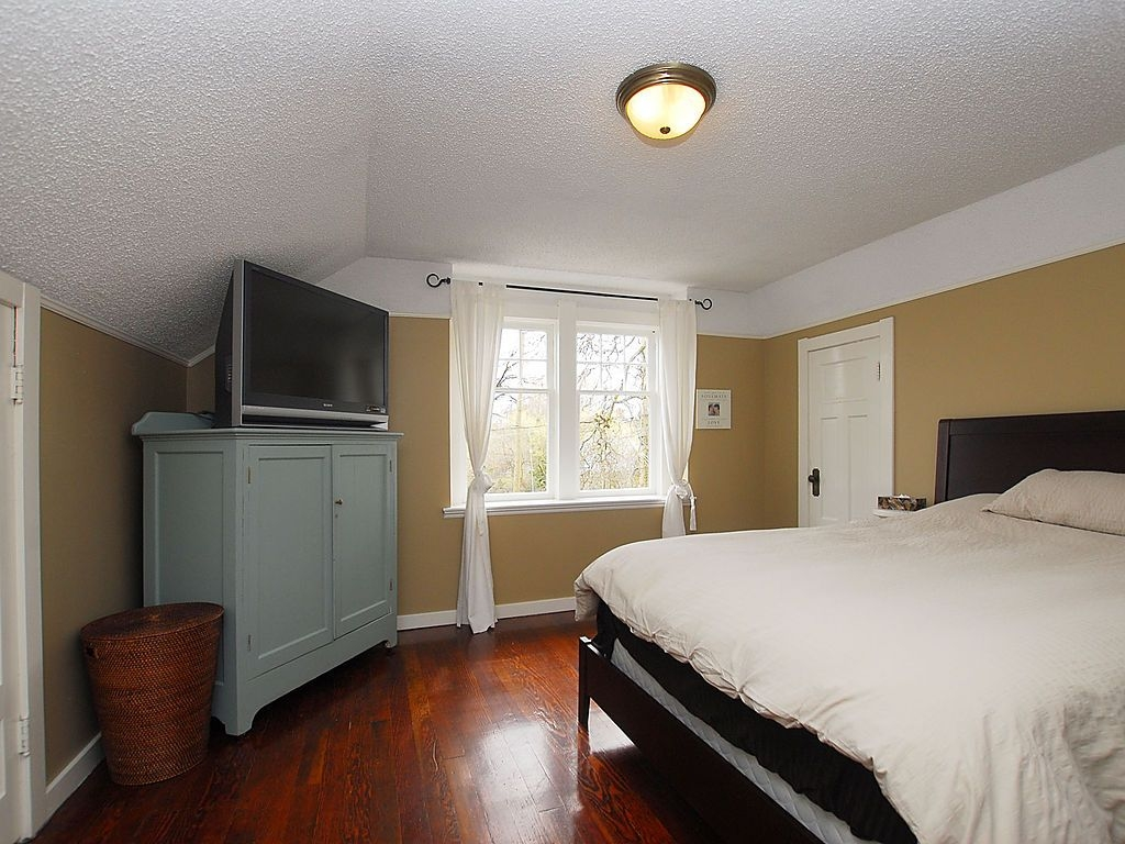 Photo 9: 1904 Leighton Rd in Victoria: Residential for sale : MLS® # 291379
