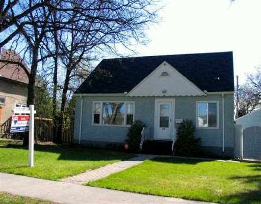 Main Photo: 386 CENTENNIAL Street in WINNIPEG: River Heights / Tuxedo / Linden Woods Single Family Detached for sale (South Winnipeg)  : MLS® # 2706861