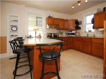 Photo 8: 1736 Bay Street in VICTORIA: Vi Fernwood Single Family Detached for sale (Victoria)  : MLS(r) # 295649