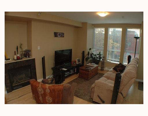 Photo 2: 304 2626 ALBERTA Street in Vancouver: Mount Pleasant VW Condo for sale (Vancouver West)  : MLS(r) # V795175