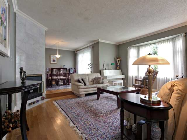 Main Photo: 1872 WESTVIEW Drive in North Vancouver: Hamilton House for sale : MLS(r) # V892610