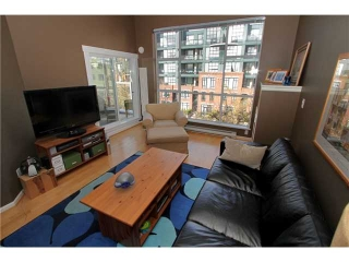 "Main Photo: 403 2268 W 12TH Avenue in Vancouver: Kitsilano Condo for sale in ""THE CONNAUGHT"" (Vancouver West)  : MLS(r) # V878335"